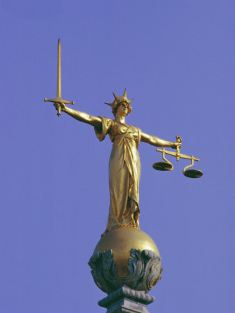 Scales-of-Justice-Above-the-Old-Bailey-Law-Courts-Inns-of-Court-London